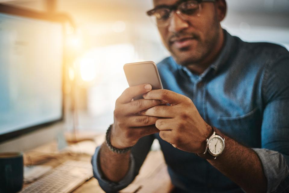 Mobile App Development vs. Responsive Web Applications